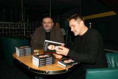 Witold Bereś, współautor książki Kapuściński nie ogarniam świata i Rafał Górecki prowadzący spotkanie