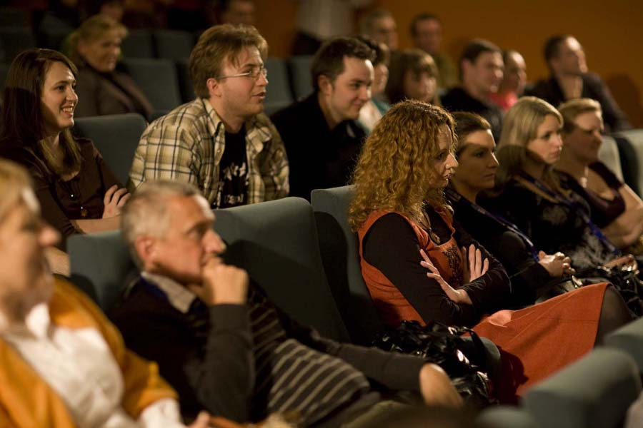 Filmoznawcy z UAM - Sonia Górczyńska, Marcin Jauksz i Michał Walkiewicz, redaktor naczelny Gazety Festiwalowej