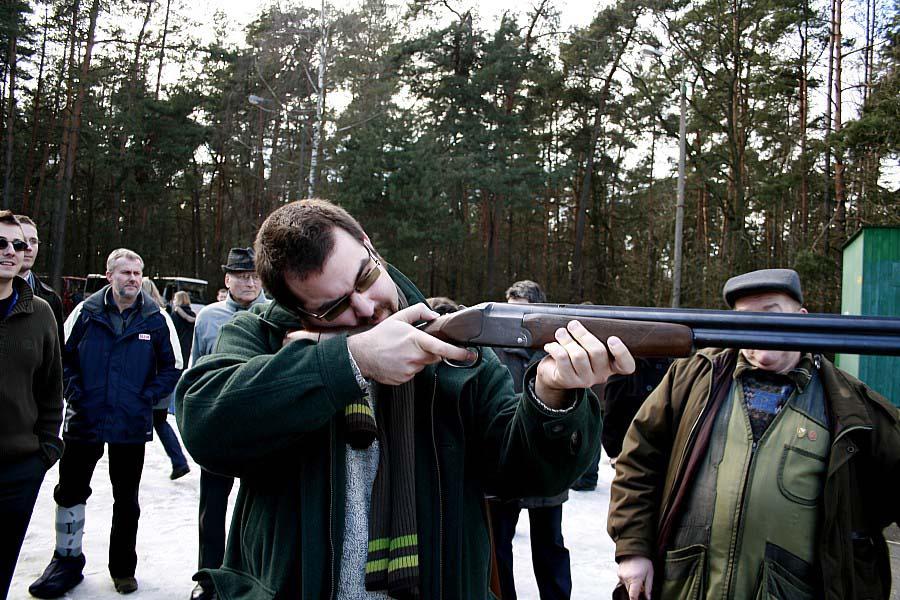 Prezes PF DKF Maciej Gil zawsze strzela celnie (Strzelnica Myśliwska w Podstolicach)