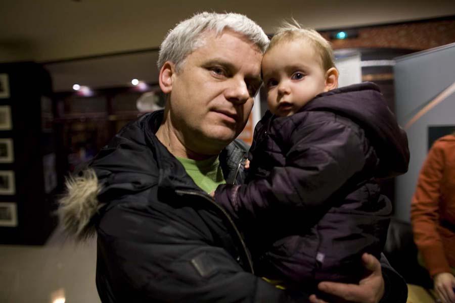 Tomasz Kałużny z córeczką, najmłodszym uczestnikiem festiwalu